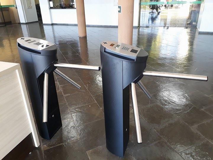 Câmara Municipal instala catracas para promover segurança